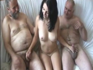 baise cette pute mamie suce papy